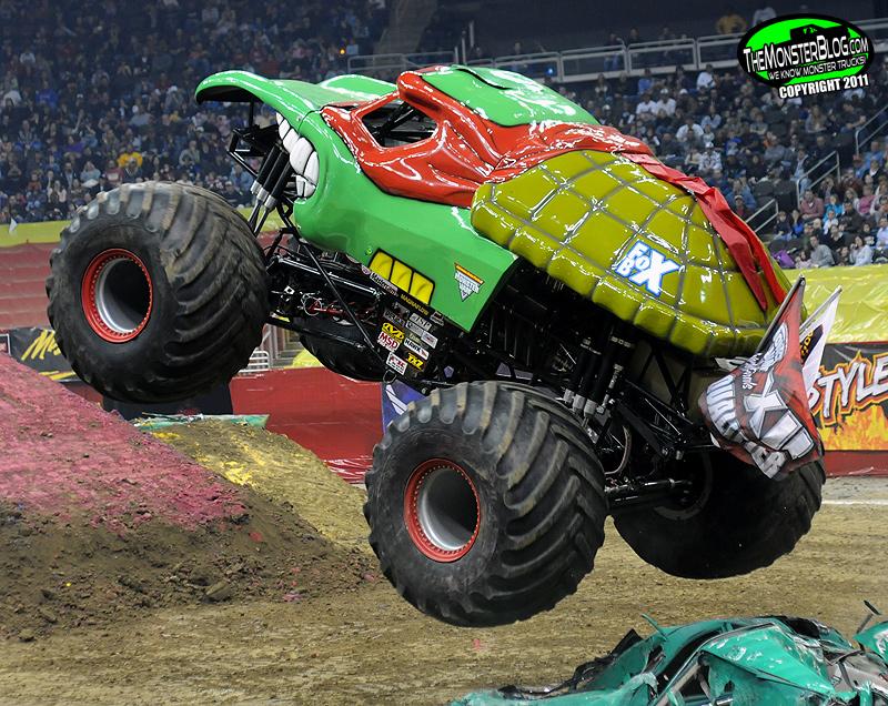 Teenage Mutant Ninja Turtles Mutant Monster Toys : Teenage mutant ninja turtle international monster truck